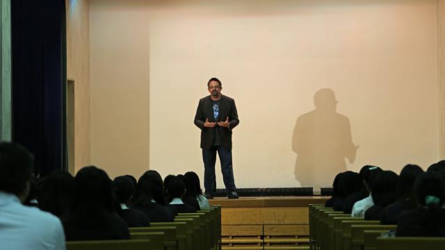 이런 도입을 발표하는 이벤트 즈음에, 필 리빈이 일본을 방문했습니다. 학생들을 위해, 특별 강연을 했습니다.