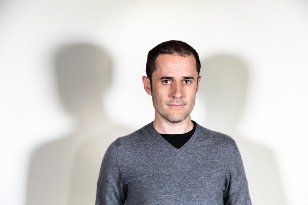 에반 윌리엄스|EVAN WILLIAMS Medium Founder, CEO 대학을 중퇴한 후 오라일리 미디어에 입사. 이후 프로그래머가 되어 Blogger('블로거'는 윌리엄스가 만든 단어다.)를 개발. 2003년에 구글에 매각한다. 2006년에 잭 도시와 비즈 스톤과 트위터를 설립, 2008년부터는 CEO로 근무했다. 2012년에 미디엄을 설립했다.